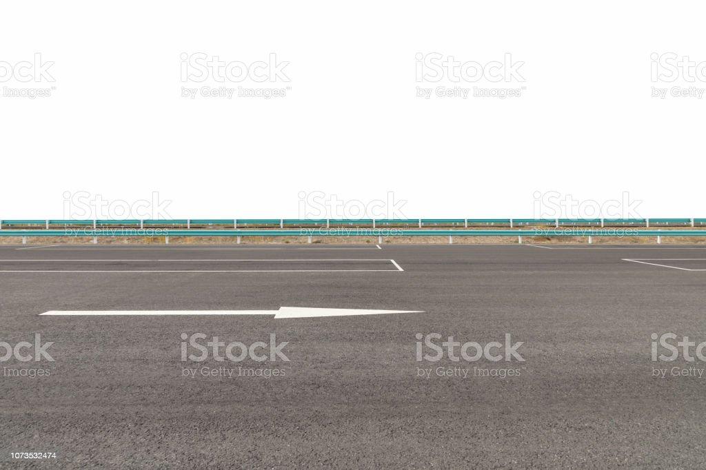leeren Parkplatz mit Asphaltdecke in der Nähe der Autobahn – Foto