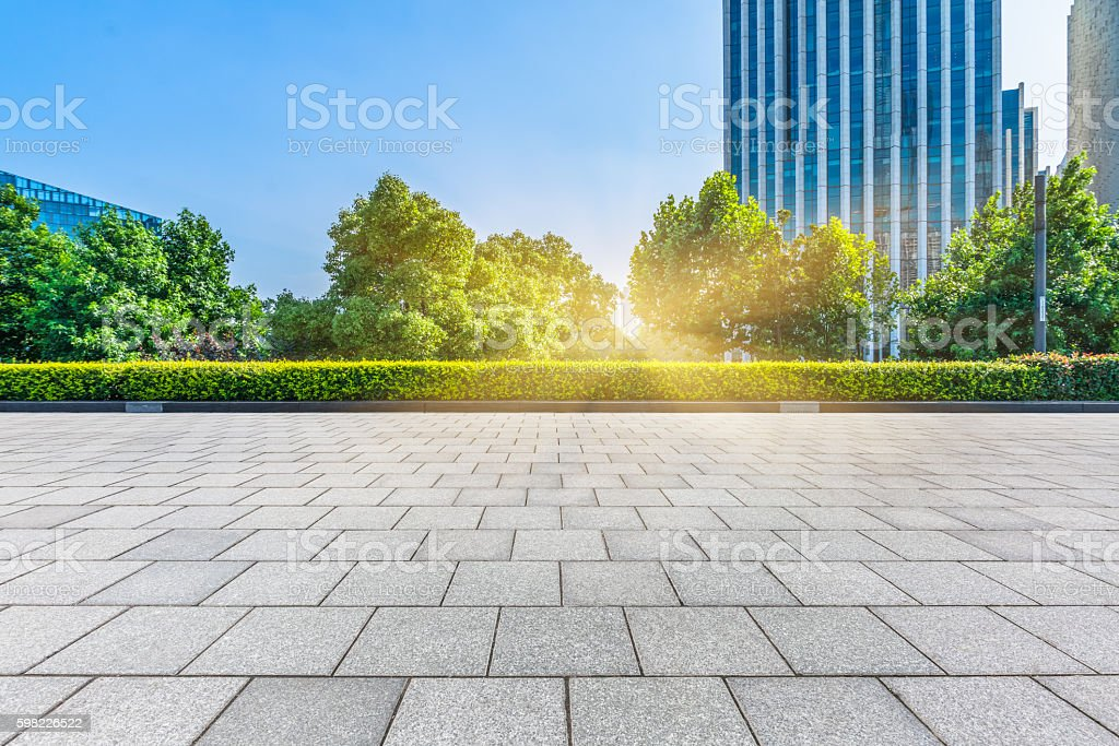 empty pavement front of modern architecture foto royalty-free