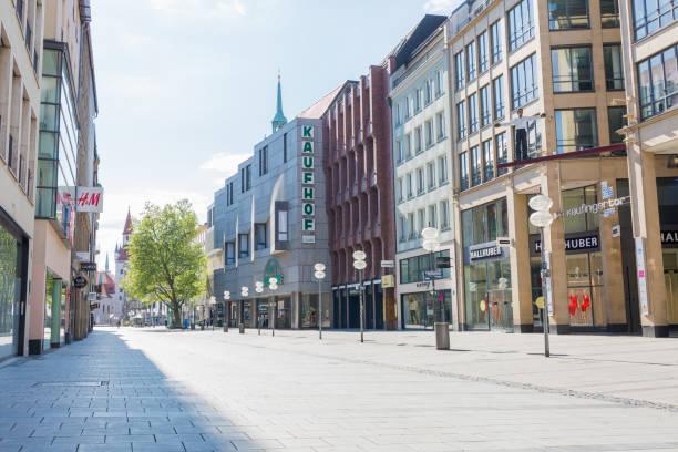 tom gågata i münchen (kaufinger straße) - bayern - tyskland - fotgängarområde bildbanksfoton och bilder