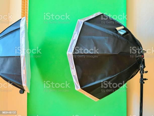 Boş Fotoğraf Stüdyosu Ekipman Aydınlatma Ile Yeşil Arka Planda Fotoğraf Stüdyosu Stok Fotoğraflar & Arka planlar'nin Daha Fazla Resimleri
