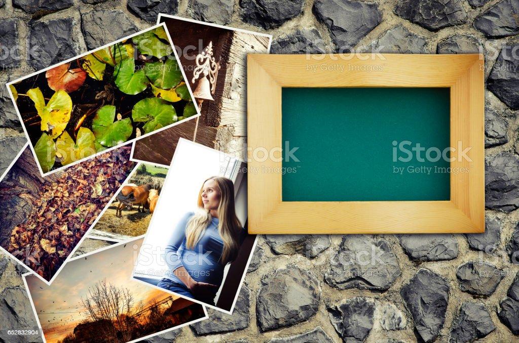 leeren Bilderrahmen mit einem Stapel von Fotos – Foto