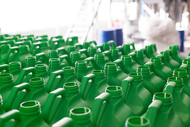 empty plastic cans green color. - kunststoff behälter bemalen streichen stock-fotos und bilder