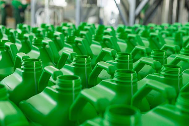 empty plastic cans green colour. - kunststoff behälter bemalen streichen stock-fotos und bilder