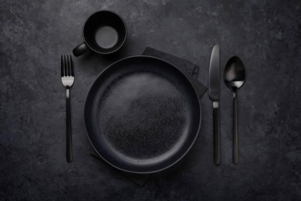 Leere Platte, Gabel und Messer – Foto
