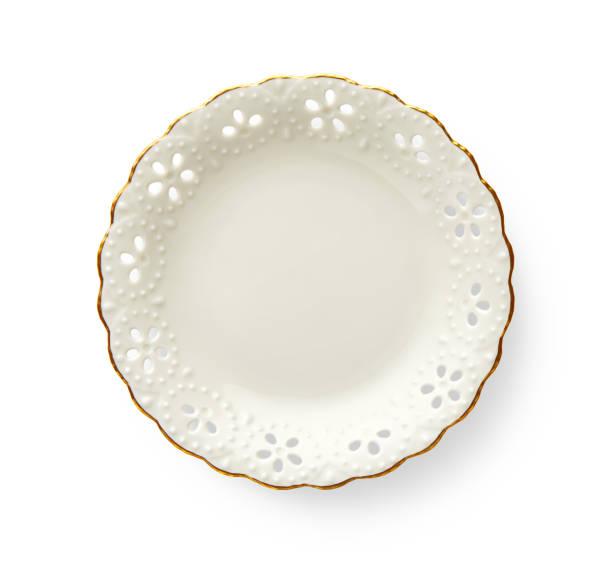 prato vazio com borda padrão dourado, branco redondo características de placa um belo ouro aro com padrão floral, perspectiva de cima isolado no fundo branco com traçado de recorte - porcelana - fotografias e filmes do acervo