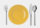 カラの皿にナイフとフォークやスプーン