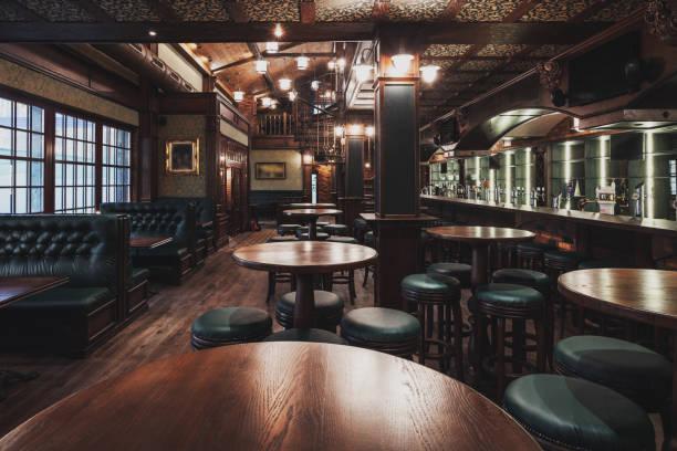 interior de restaurante vacío - bar fotografías e imágenes de stock