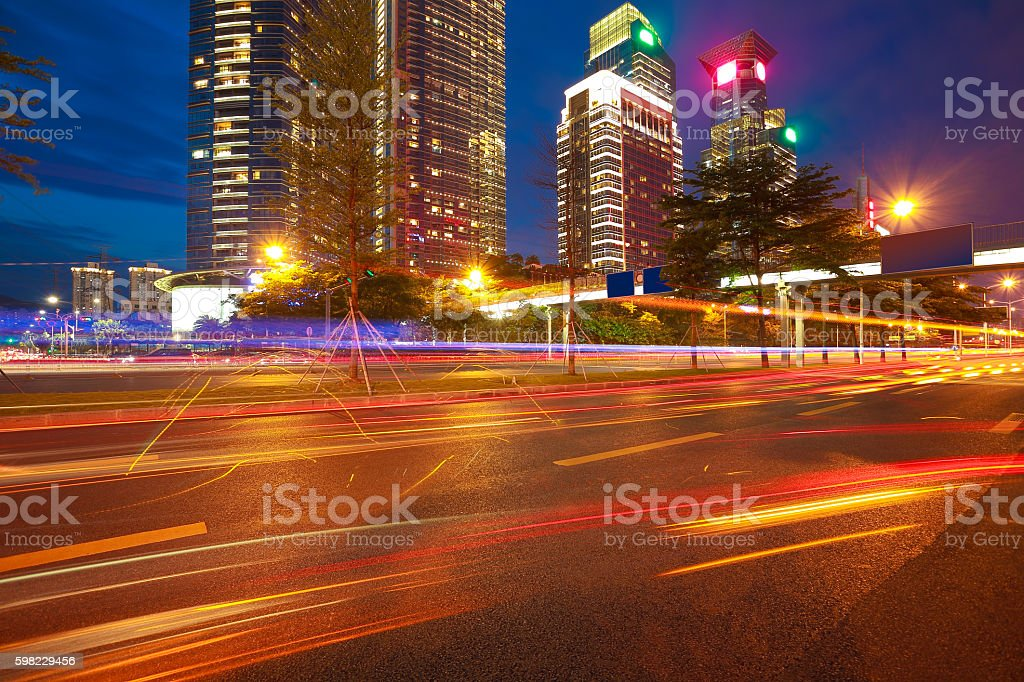 Empty road surface floor with modern city landmark architecture backgrounds foto royalty-free