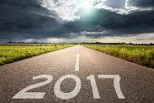 大きな雲に対して今後 2017 年まで空の道