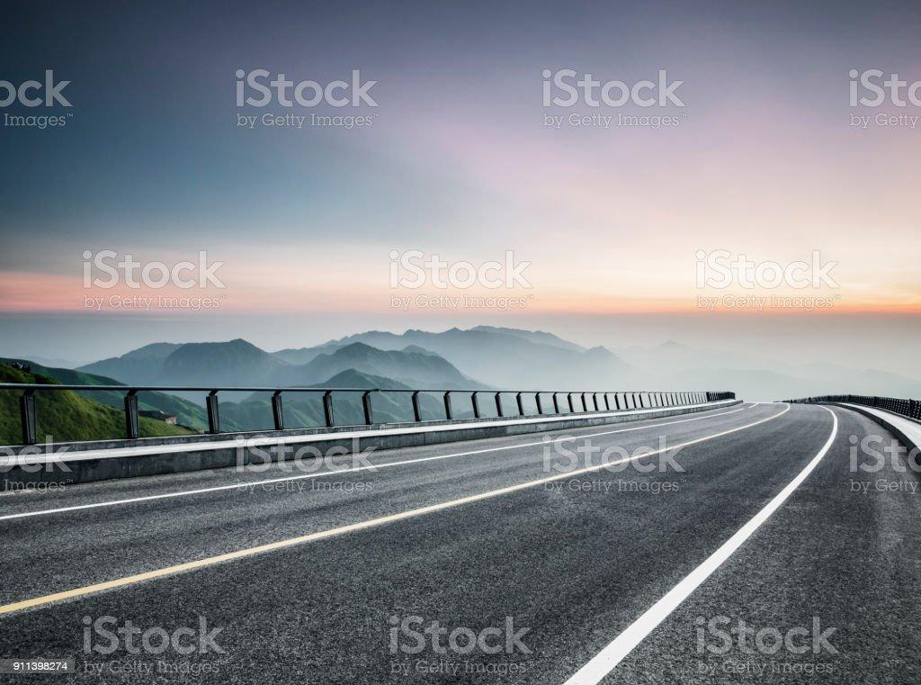 leere Straße Reise durch Gebirge – Foto