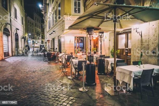 Empty rome restaurant tables night decoration picture id683773942?b=1&k=6&m=683773942&s=612x612&h=t8bcwnondpdqe5lpxwgi4crcwqq nj dqkldchgwrta=