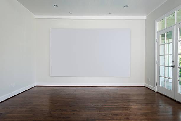 Salle vide avec toile blanche - Photo