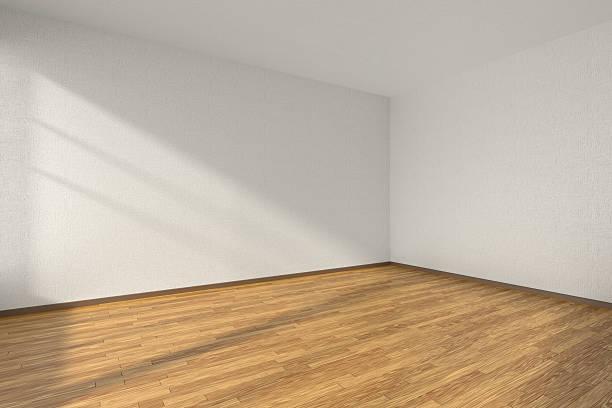空のお部屋には、寄木張りのフロアーと質感のある白い壁 ストックフォト