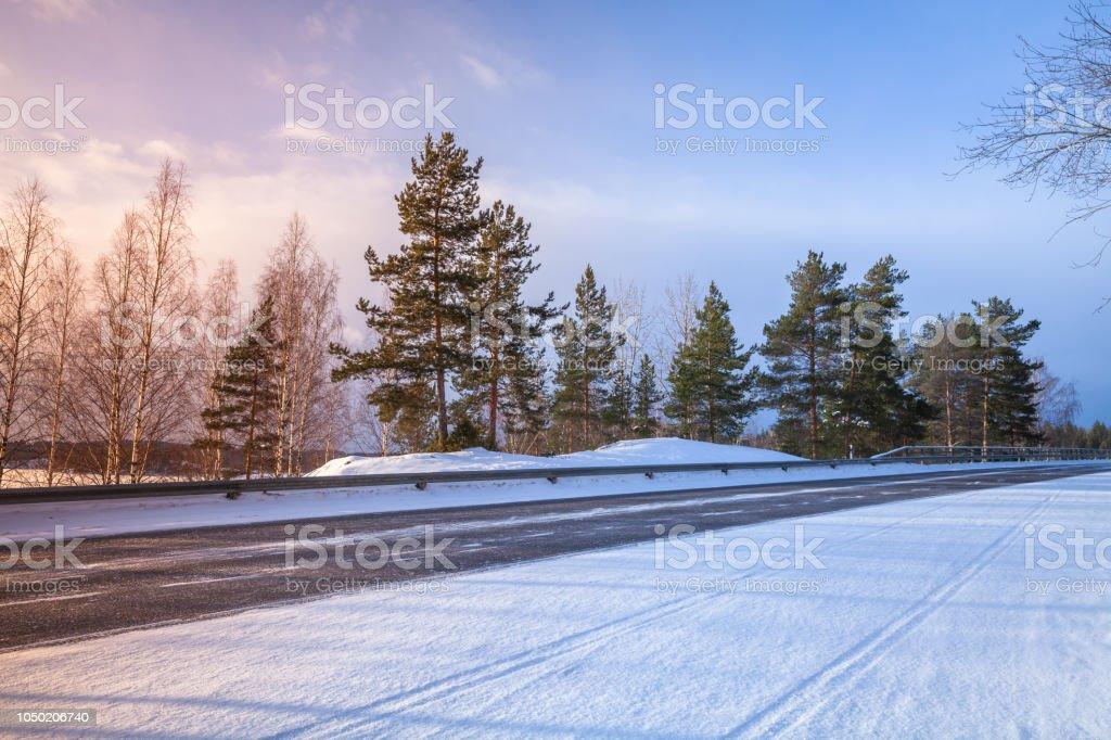 Leere ländlichen Asphalt Straßen Perspektive winter – Foto