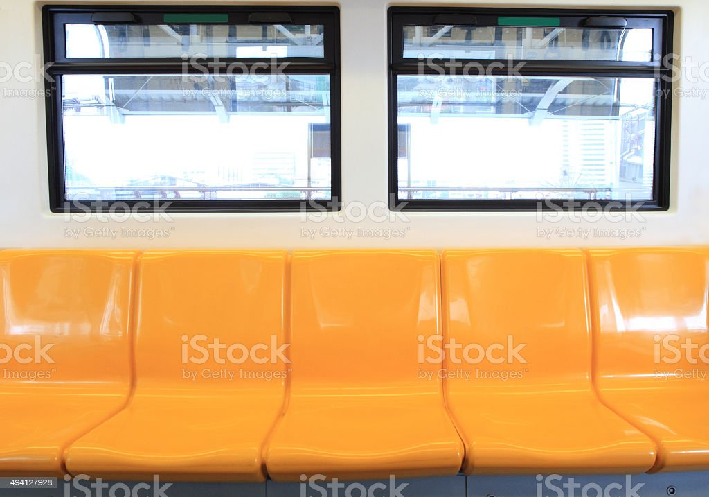 Vacío asiento en el tren aéreo - foto de stock