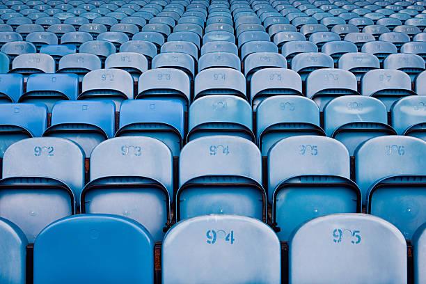 posti vuoti al football stadium - stand foto e immagini stock