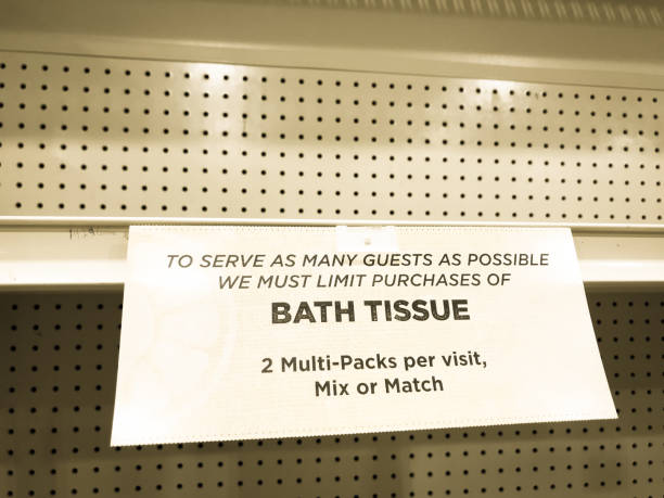 empty shelves: shop sign announcing limit on bath tissue/toilet paper - carta igienica foto e immagini stock