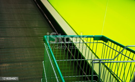 836871040 istock photo Empty Shopping Cart in the Mall 1216394921