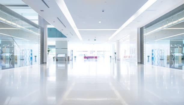 centro comercial vazio no pôr do sol, dubai - shopping - fotografias e filmes do acervo