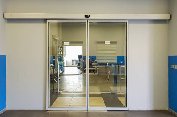 Empty sliding glass front door at the airport. Glass doors in the office. Glass entrance. Entrance to administration building equipped with automatic door Empty sliding glass front door at the airport. Glass doors in the office. Glass entrance. Entrance automatic stock pictures, royalty-free photos & images