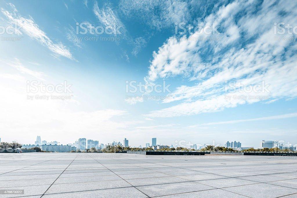 Leere square und Etage mit sky – Foto