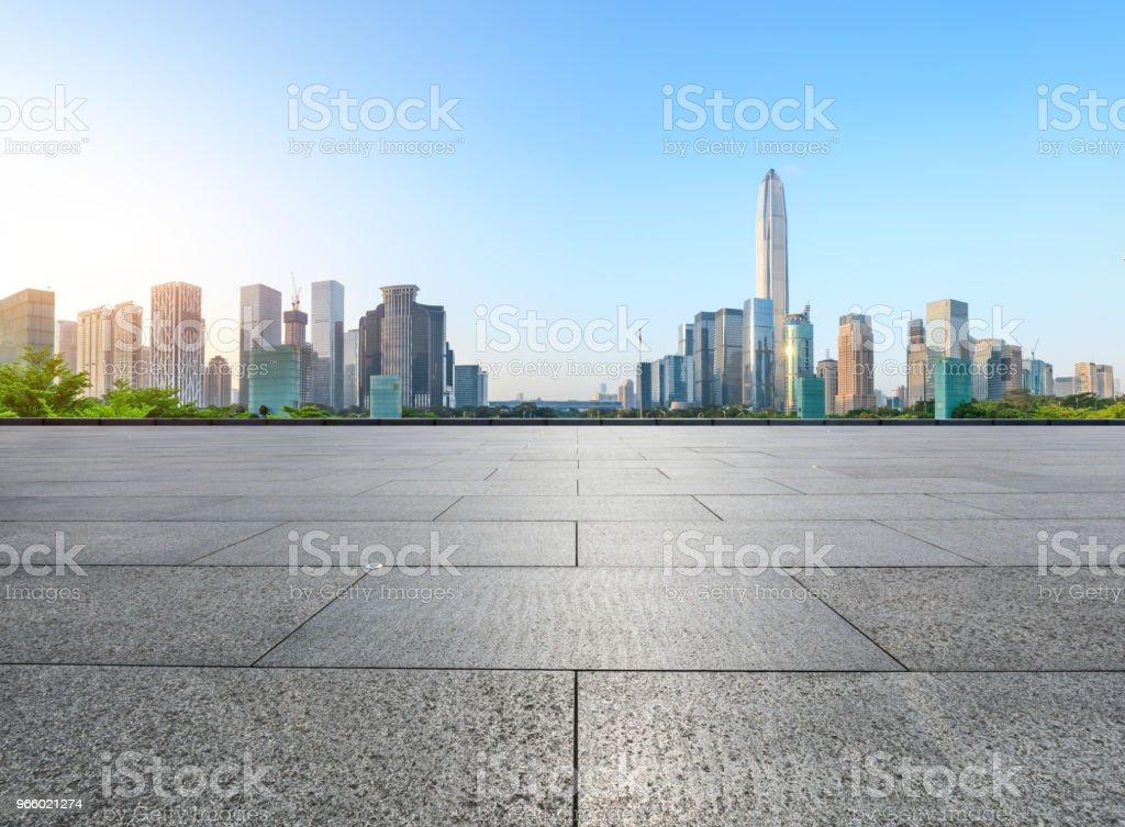 lege vierkante vloer en moderne skyline in Shenzhen - Royalty-free Achtergrond - Thema Stockfoto