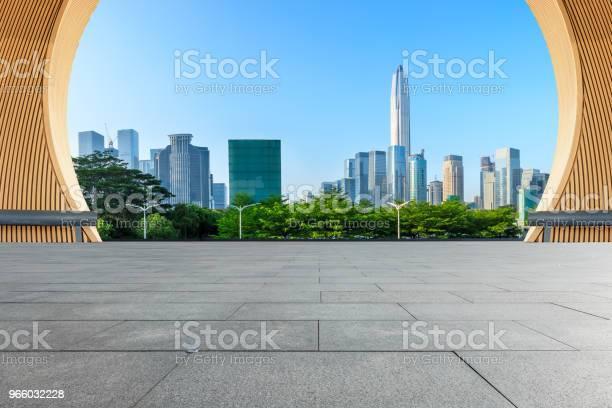 Empty Square Floor And Modern City Skyline In Shenzhen - Fotografias de stock e mais imagens de Alto - Descrição Física
