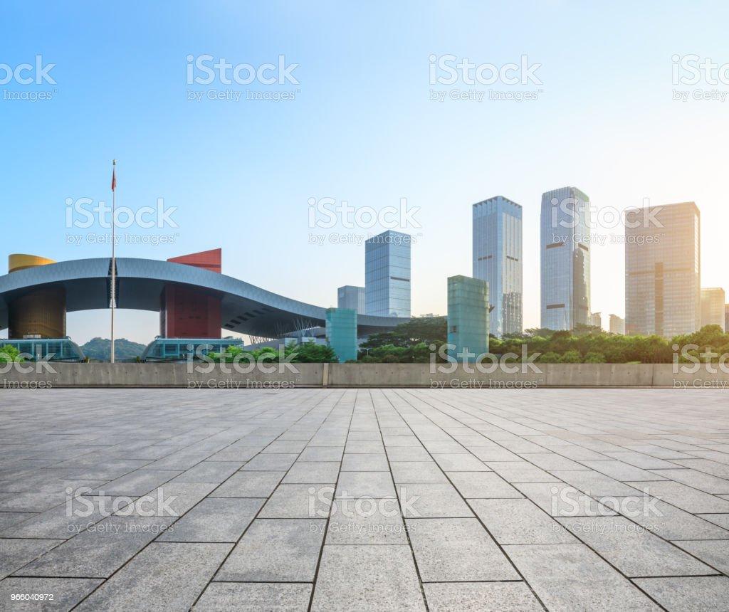 leere Quadratmeter Boden und moderne Skyline in Shenzhen - Lizenzfrei Architektur Stock-Foto