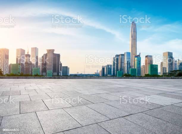 Leere Quadratmeter Boden Und Moderne Skyline In Shenzhen Stockfoto und mehr Bilder von Architektur