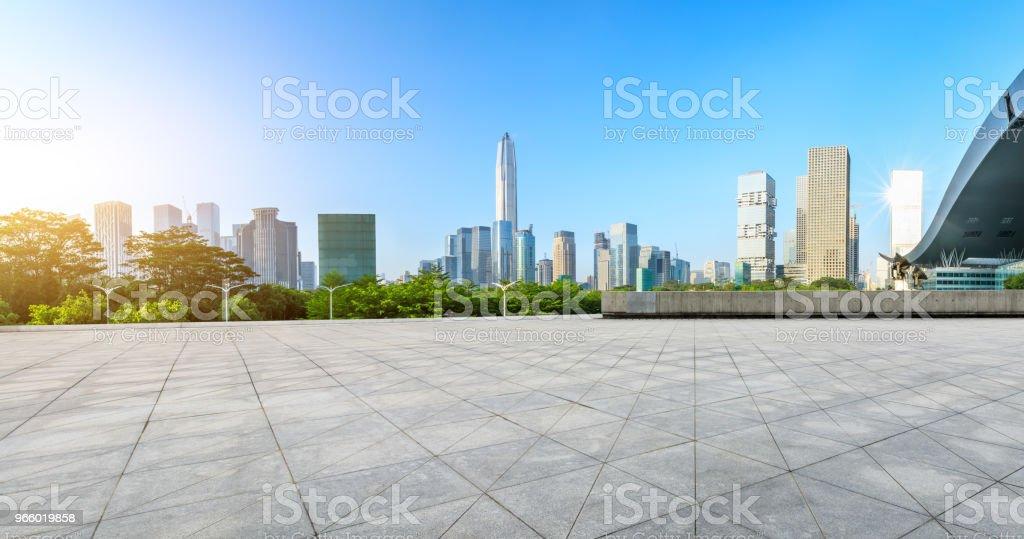 Tom kvadrat golv och moderna city skyline panorama i Shenzhen - Royaltyfri Arkitektur Bildbanksbilder