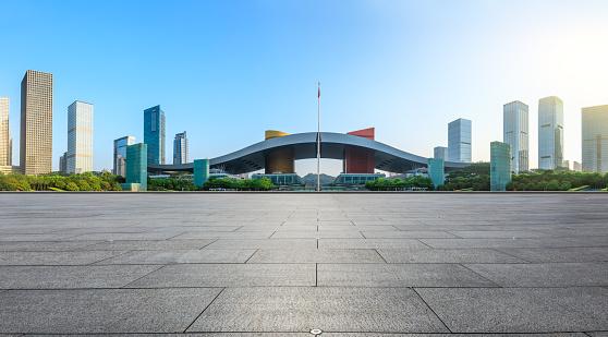 Lege Vierkante Vloer En Moderne Stad Skyline Panorama In Shenzhen Stockfoto en meer beelden van Achtergrond - Thema
