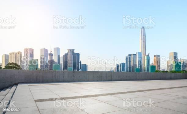 Empty Square Floor And Modern City Skyline Panorama In Shenzhen - Fotografias de stock e mais imagens de Alto - Descrição Física