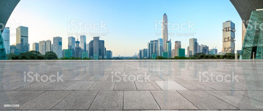 lege vierkante vloer en moderne stad skyline panorama in Shenzhen - Royalty-free Achtergrond - Thema Stockfoto