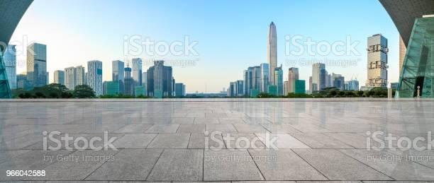 Пустой Квадратный Этаж И Современная Панорама Горизонта Города В Шэньчжэне — стоковые фотографии и другие картинки Азия