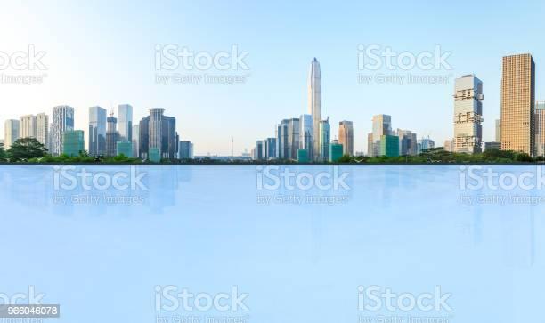 Leere Quadratmeter Boden Und Moderne Stadt Skyline Panorama In Shenzhen Stockfoto und mehr Bilder von Architektur