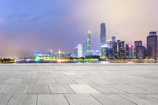 Empty Square Floors And Modern City Skyline In Guangzhou At Night - zdjęcia stockowe i więcej obrazów Architektura