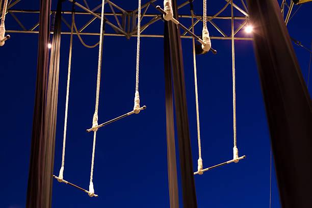 leer stehende trapezen - trapez stock-fotos und bilder