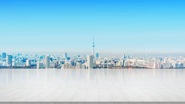 東京都でパノラマの街のスカイラインと空の石パネル接地 - 東京 ストックフォトと画像