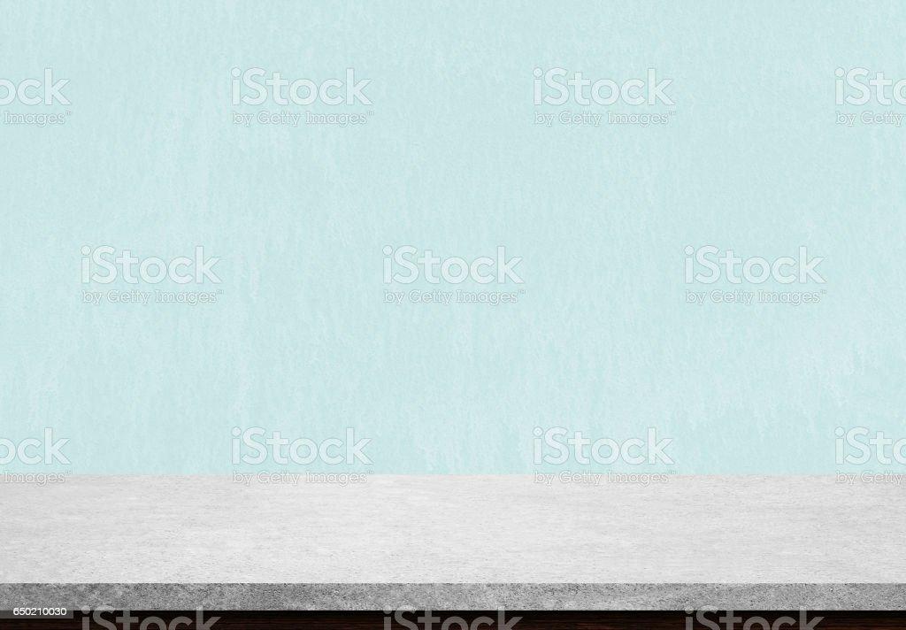 Leere Stein Tischplatte auf blau konkreten Hintergrund, verwendet für die Anzeige oder die montage Ihrer Produkte. – Foto