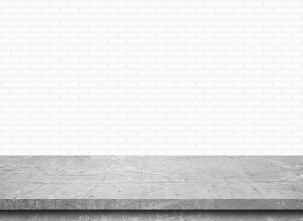 Leere Stein Tischplatte auf weiße Ziegel Wand Hintergrund, Vorlage für die Anzeige des Produkts mock – Foto