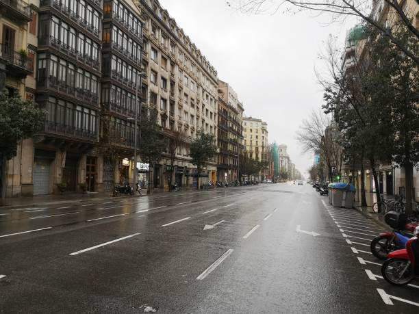 Empty street arago street in Barcelona, spain Barcelona, Spain - March 16, 2020: Empty street of Barcelona, Aragon street in March 2020 passeig de gracia stock pictures, royalty-free photos & images