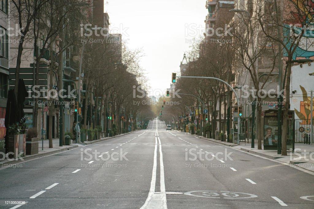 Calle vacía en Barcelona - Foto de stock de Aire libre libre de derechos
