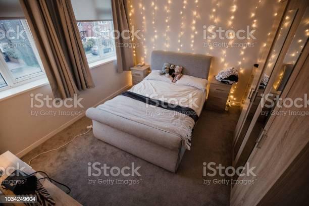 Empty student flat bedroom picture id1034249604?b=1&k=6&m=1034249604&s=612x612&h=tja9rhvbyvhbn1dubatanjkmlzgad78kzy9fhtidxbw=