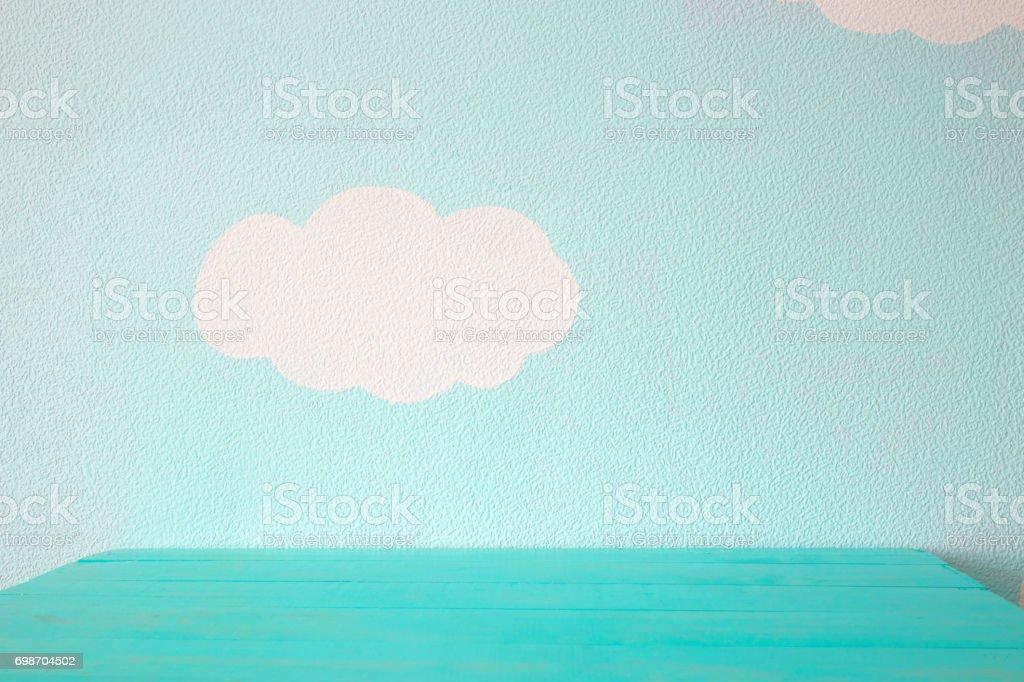 Tabela vazia e a parede azul - foto de acervo