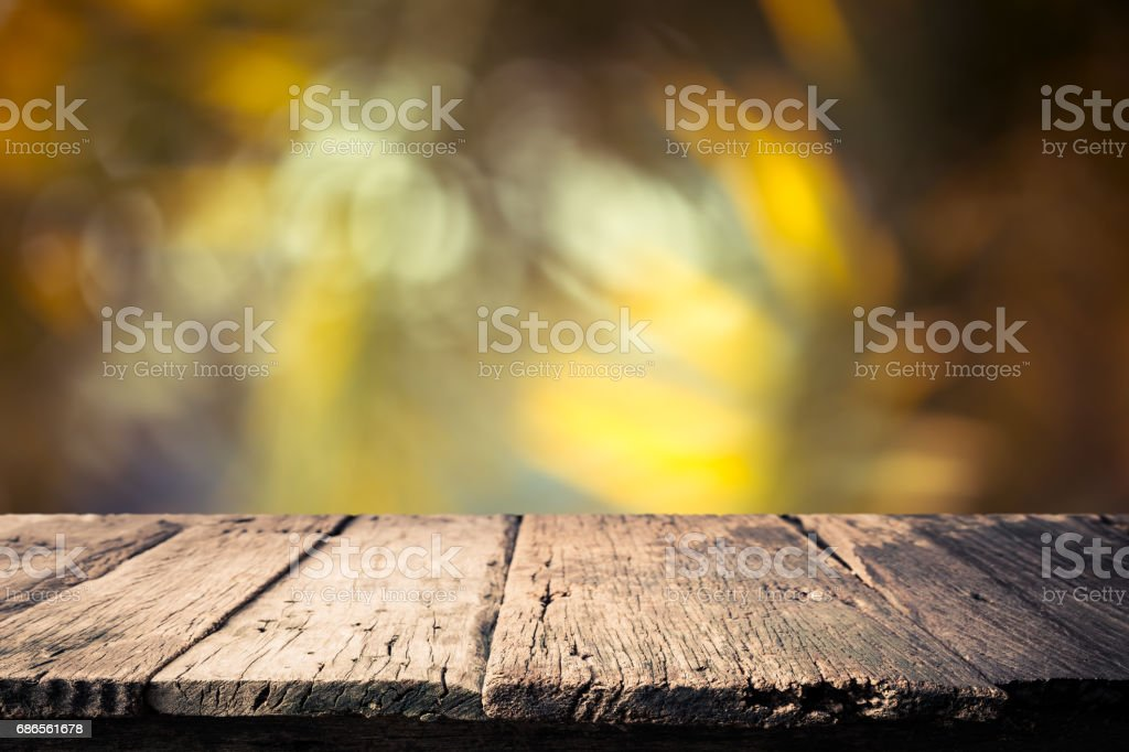 Empty table top on blurred nature background,Space for placing products,Warm light from the sunset photo libre de droits