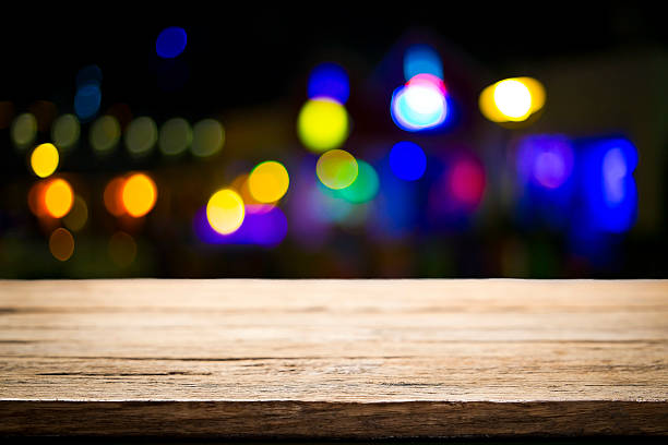 Empty table with bokeh light. – Foto