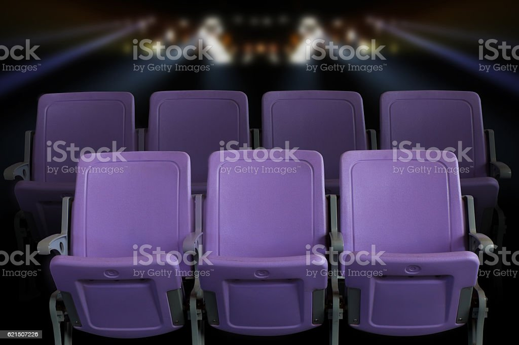 Empty theater auditorium or cinema with purple seats foto stock royalty-free