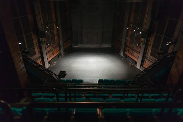 leeren theaterbühne - stage musical stock-fotos und bilder