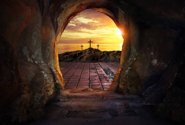 Leere Grab mit drei Kreuzen – Foto
