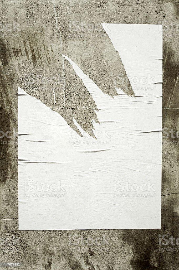 Leere Zerrissen poster auf Betonwand – Foto